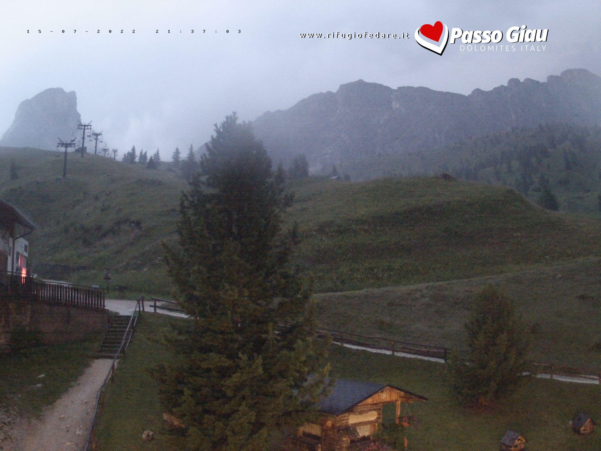 Rifugio Fedare   Vista verso seggiovia Nuvolau e Mt. Averau